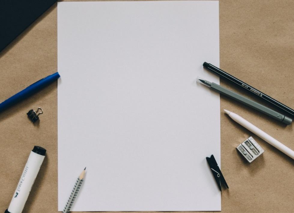 Feuille et crayons