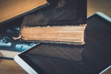 livre ebook table bois